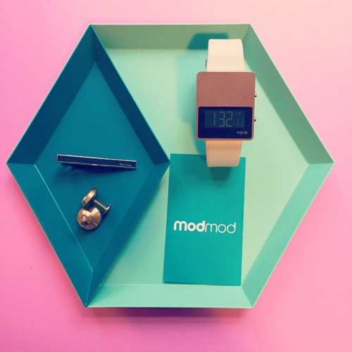 modmod Easter Gift Ideas Now available at www. Modmod . club  Void - Brass Watch Void - Gold Cufflinks Paul Smith - Signature Tie clip Hay - Kaleido #iphone6 #iphonecase #ikea #modfashion #modmod #mod #mint #moddesign #hay #kaleido #komono #kikkerland #paulsmith #plastiqueshop #cufflinks #voidwatches #josephjoseph #basicprinciples #sweden #scandinavian #scandinaviandesign #gifts #eastergifts #eastercollection #easter