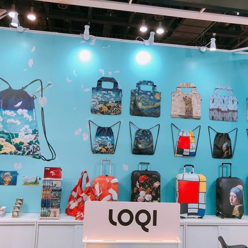 "We are exhibiting LOQI at the ""HKTDC Hong Kong Gifts & Premium Fair 2018"" now! Come join us!Our booth number is 1D-B05in Hall 1D#loqi#hktdc #giftideas #giftshow #wanchai #hongkong #hongkongshop #hongkongcat #vangogh #hokasai#modmod #香港#ecobag #byob🍻 #travel#utravel #dog #cat #smiley"