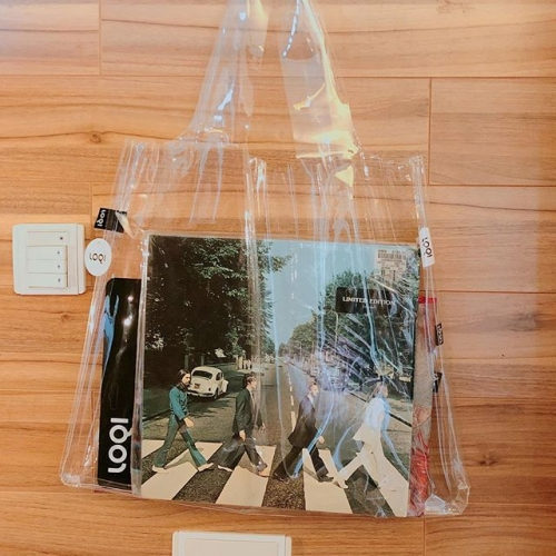LOQI TRANSPARENT TOTE- The Beatles Abbey Road LP inside#totebag#travel#eco#ecobag#mod#modmod#modmodclub#catlovers#catlovers#museum#moma#disneyhk#fashion#hongkong#tst#magritte#fashion#pietmondrian#gifts#giftideas#vangogh#starrynight#hokusai#loqi_hk#monet#cats#dogs#loqi#keithharing #thebeatles#transparentbag #abbeyroad